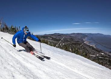 Skier-Stoneham-Mont-Sainte-Anne-Massif-Charlevoix